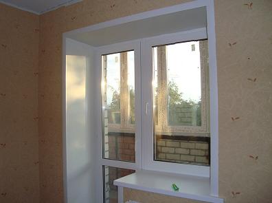Фото балконного окна с пластиковыми откосами